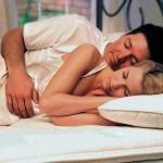 Surmatelas à mémoire pour dormir sur le coté